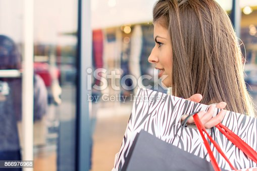 531536422istockphoto Shopping woman in the city 866976968