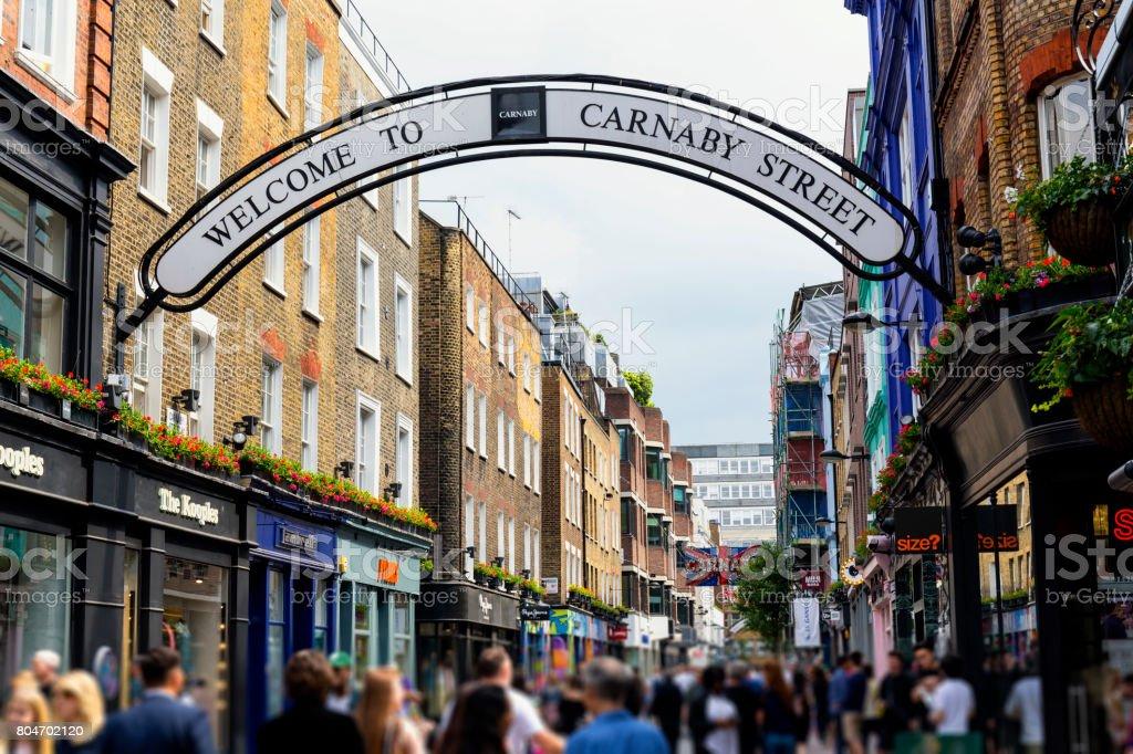 Geschäfte und Restaurants in der Carnaby Street London – Foto