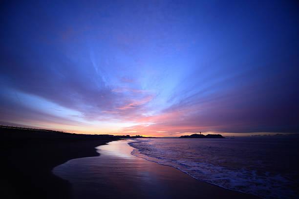 Shore and enoshima of the morning glow picture id162487015?b=1&k=6&m=162487015&s=612x612&w=0&h=tbq7dhhma bp8fq7aog6oel4p4ioynptems3cwwbni8=