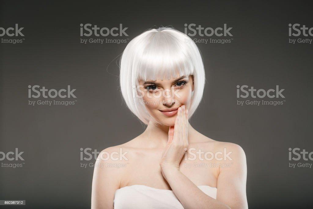 Kurze Blonde Haare Frau Platin Bob Frisur Stockfoto Und Mehr