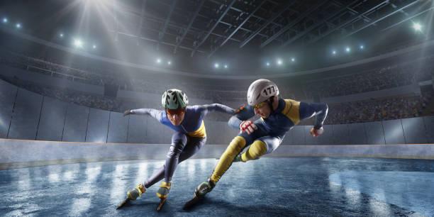 kurze strecke athleten folie in professionelle eis-arena. fall der skater - skirennen stock-fotos und bilder