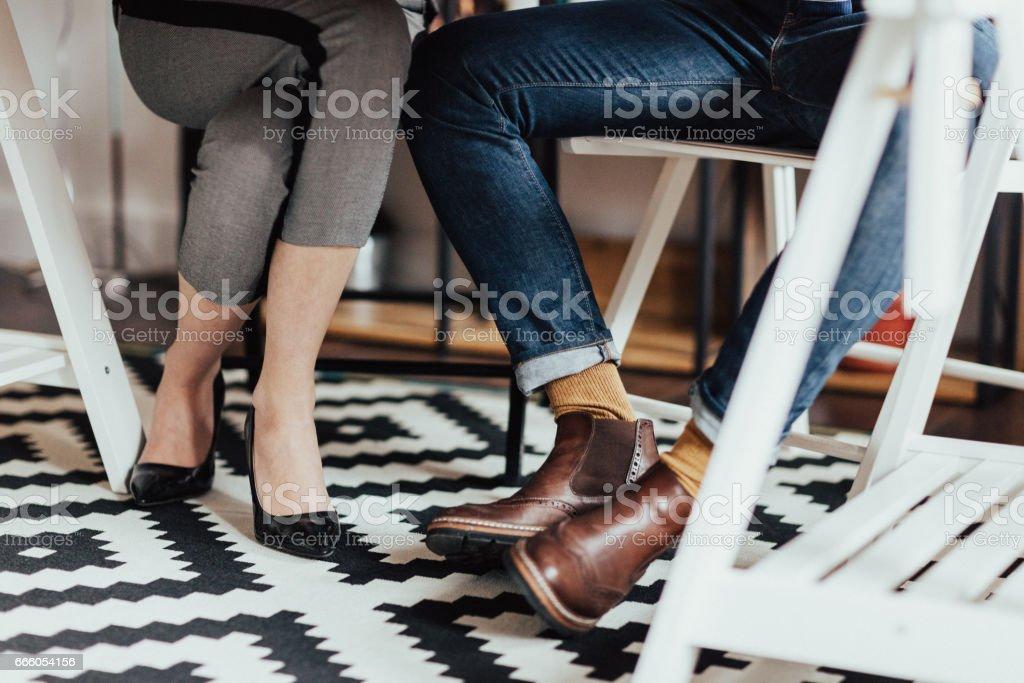 Unter dem Schreibtisch im Büro erschossen – Foto