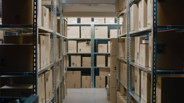 Shot Inside Warehouse Storeroom with Rows of Shelves Full Cardboard Boxes, Parcels, Packages Ready For Shipment. - foto stock