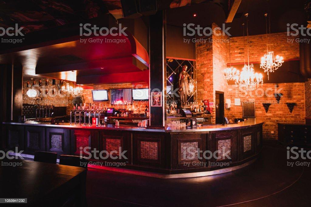 Shot of a Nightclub with no one inside - Zbiór zdjęć royalty-free (Alkohol - napój)