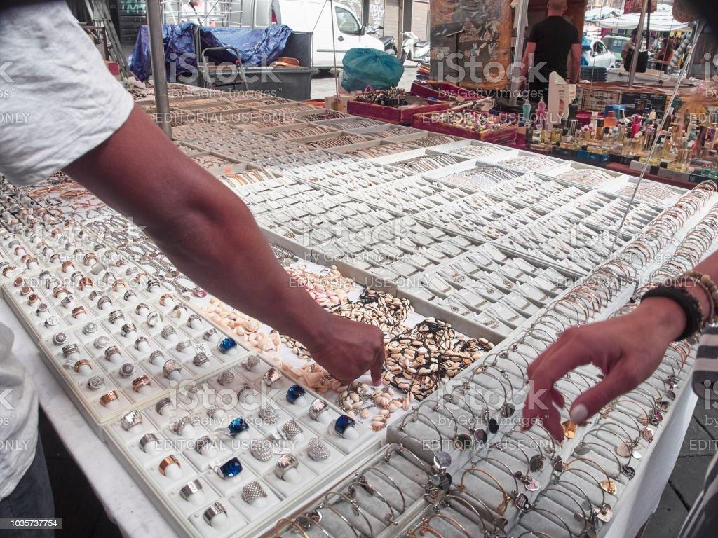 Tiro de um stand de joias para o tradicional