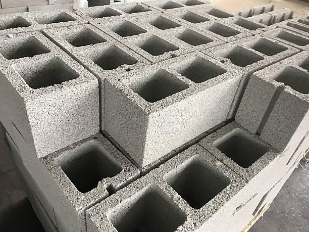 shot of cinderblocks - betonblock wände stock-fotos und bilder
