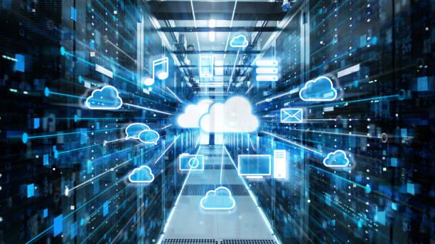 tiro del corredor en trabajar datos centro de servidores en rack y superordenadores con nube almacenamiento ventajas icono visualización. - nube fotografías e imágenes de stock