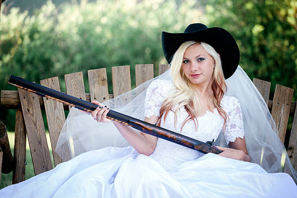 schrotflinte hochzeit - shotgun wedding stock-fotos und bilder