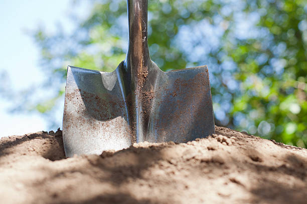 shovel and dirt - 鏟 個照片及圖片檔