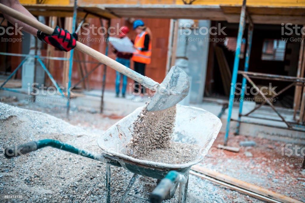 Schaufeln auf Baustelle – Foto
