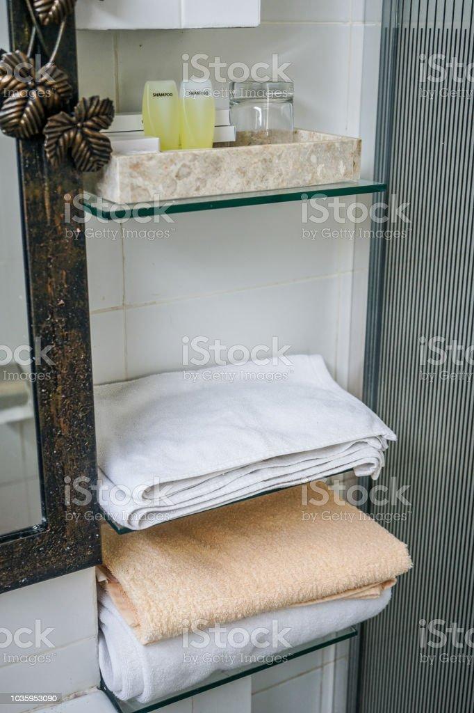 Dusche und Annehmlichkeiten – Foto