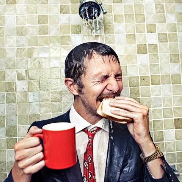 dusche geschäftsmann - porzellan druck stock-fotos und bilder