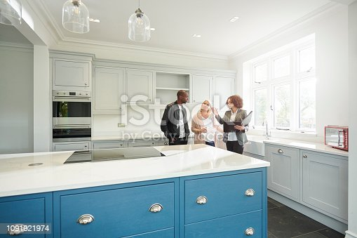 istock showhome viewing 1091921974