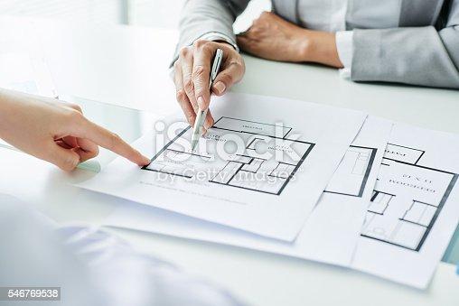 istock Showing blueprint 546769538
