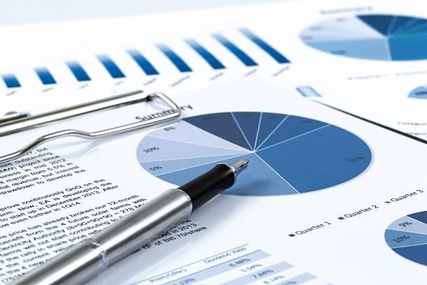 Mit Geschäfts- und Finanzbericht – Foto