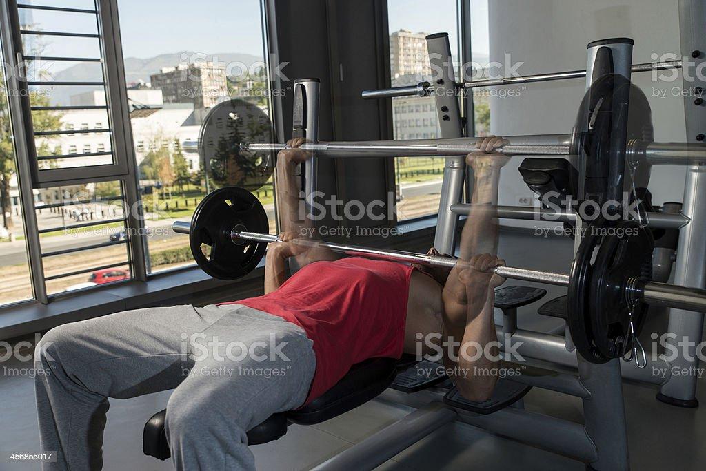 Muestra cómo Levantamiento de pesas en banco - Foto de stock de Actividad libre de derechos
