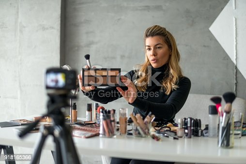 istock Showing new make up pallet 918165366
