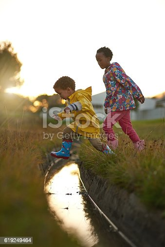 1091098220 istock photo Showing sis how it's done 619249464