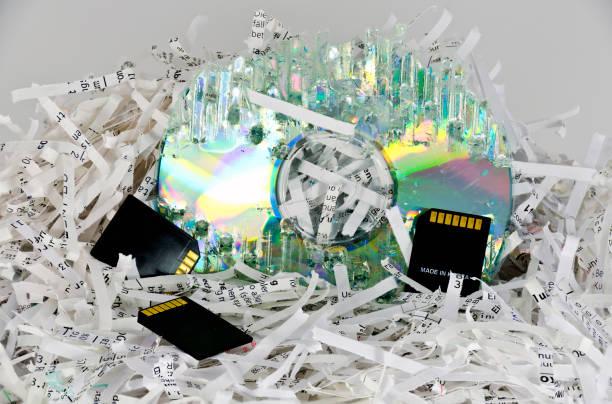 strimlad papper och digitala lagringsmedier - paper mass bildbanksfoton och bilder