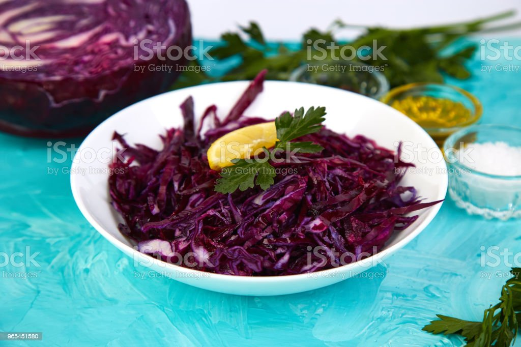 Shredded red cabbage in bowl. zbiór zdjęć royalty-free