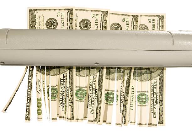 Shredder Hundert-Dollar-Noten in der Hand – Foto