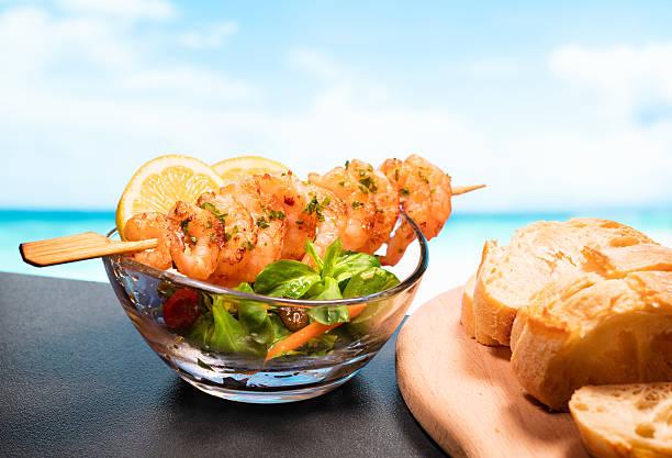 camarão e mar - peixe na grelha imagens e fotografias de stock