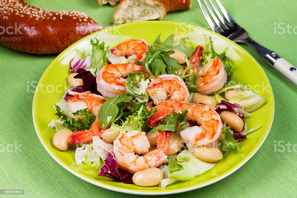 Shrimp and white bean salad royaltyfri bildbanksbilder