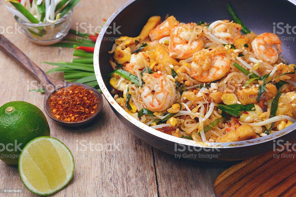 shrimp pad thai - Photo