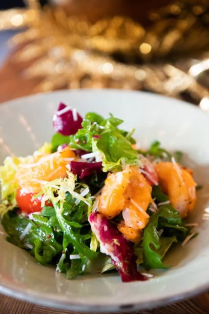 Garnelsalad Gut getarnte hochasiatische Küche lässt Gemüse gesund versieert – Foto