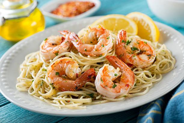 shrimp scampi with spaghetti - räka fisk och skaldjur bildbanksfoton och bilder
