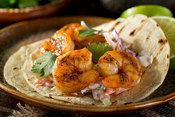 tacos di gamberi  - taco foto e immagini stock