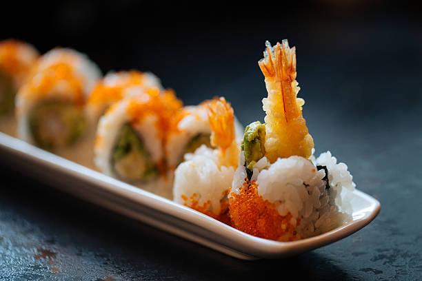 camarão tempura rolo de sushi - tempura imagens e fotografias de stock
