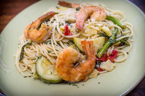 Shrimp White Wine Sauce Shrimp spaghetti primavera with white wine sauce and green vegetables primavera stock pictures, royalty-free photos & images