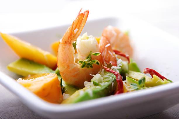shrimp und avocado und mango-Salat – Foto