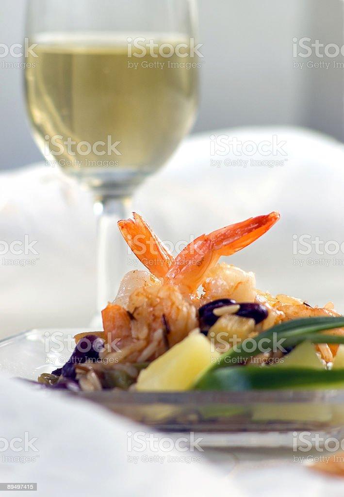 shrimps and wine royaltyfri bildbanksbilder
