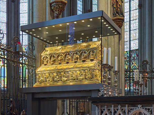 schrein der heiligen drei könige im kölner dom, deutschland - kölner dom stock-fotos und bilder