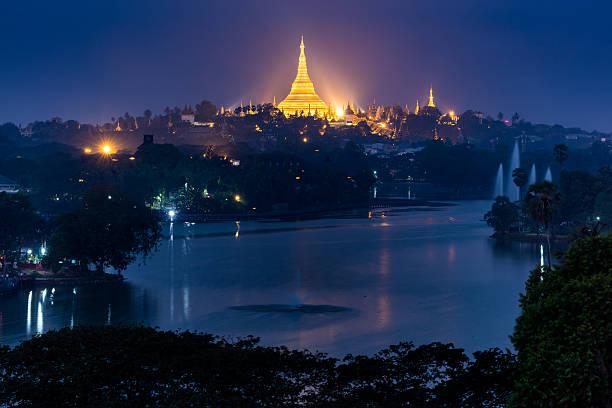 Shwedagon Pagode bei Nacht, Yangon, Myanmar – Foto