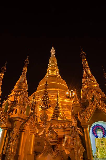 shwedagon pagode - aurum stock-fotos und bilder
