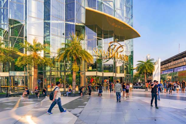 Siam Paragon shopping mall in Bangkok Bangkok: This is the Siam Paragon shopping mall, a famous luxury shopping mall in downtown Bangkok  on February 05, 2017 in Bangkok thailand mall stock pictures, royalty-free photos & images