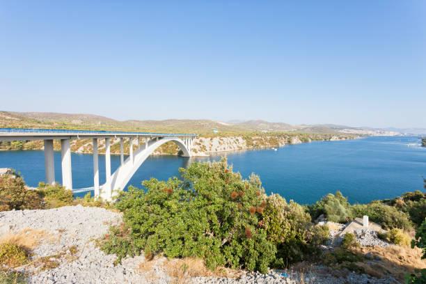 Sibenik, Kroatien - Erholung an der berühmten Sibenski Most Brücke – Foto