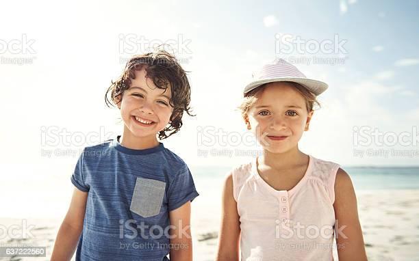 Geschwister Sind Freunde Fürs Leben Stockfoto und mehr Bilder von Blendenfleck