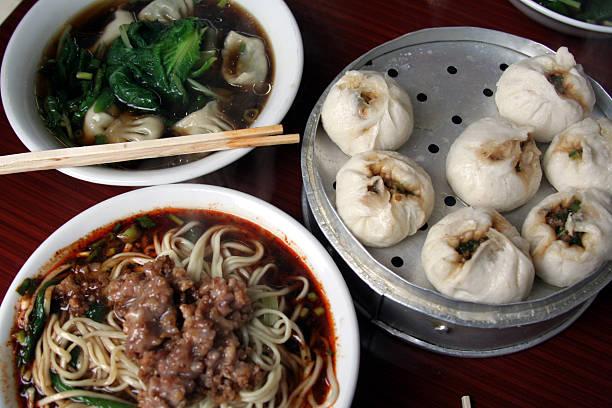 sichuan frühstück - semmelknödel stock-fotos und bilder
