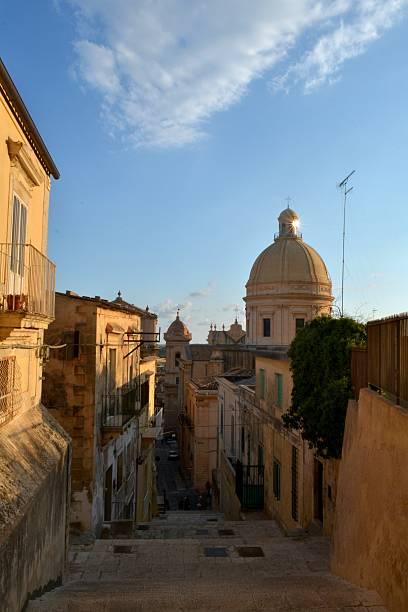 sicily, italy - noto sicilië stockfoto's en -beelden
