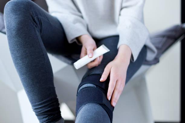 sick female with compression bandage. health care concept - menisco foto e immagini stock