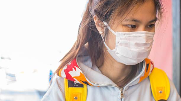 malati giapponese ragazza con una maschera su - sars foto e immagini stock