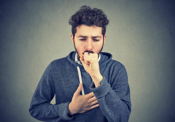 sjuke man hosta med smärta - astmatisk bildbanksfoton och bilder
