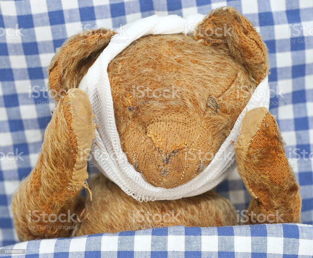 sick teddy - kranker Teddybär stock photo