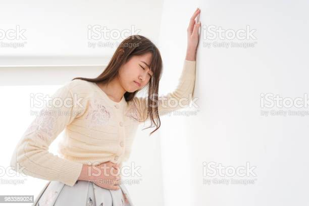 Sick young woman picture id983389024?b=1&k=6&m=983389024&s=612x612&h=kkznxdu1z c6cki9izcxueirc9ux512bmx8xrvhesik=