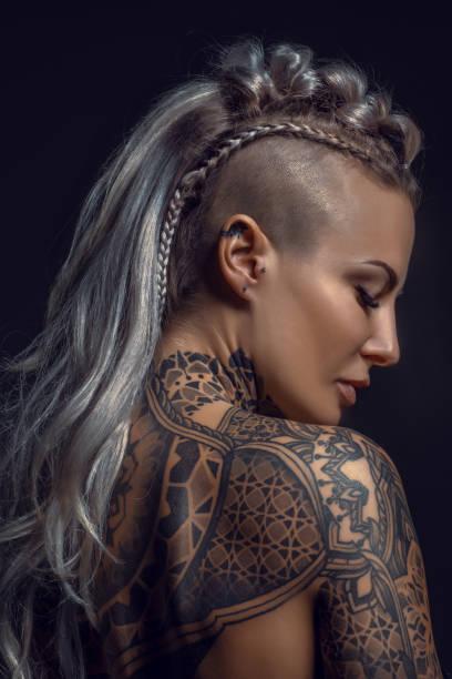 Frauen undercut kurze haare Frisur Kurze