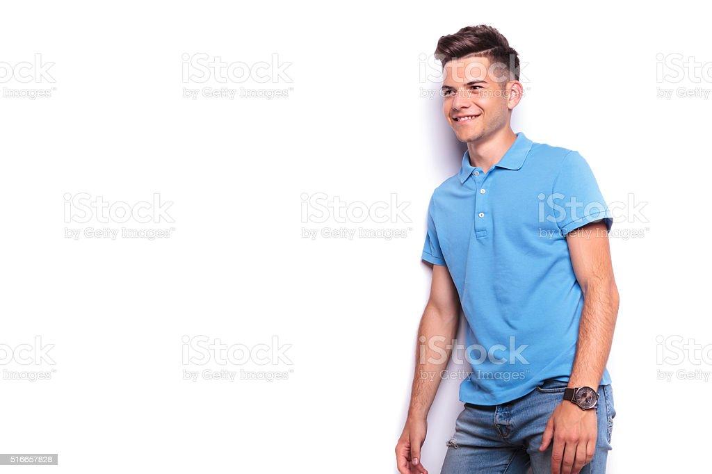 buy online c97b6 6da87 Lato Ritratto Di Uomo In Camicia Di Polo E Jeans ...